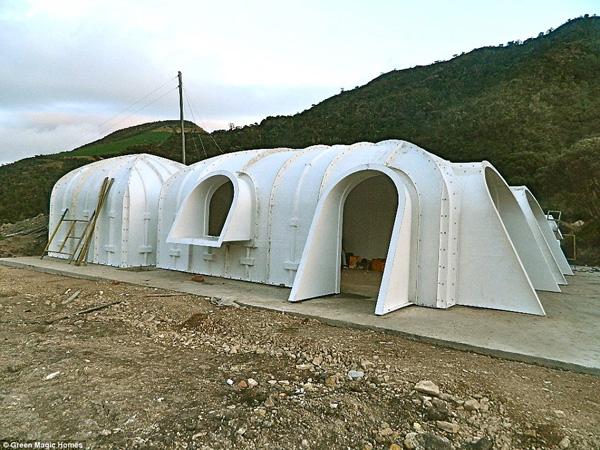 construire sa maison de hobbit en kit pour moins de bio la une. Black Bedroom Furniture Sets. Home Design Ideas