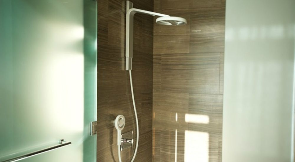 nebia shower le pommeau de douche r volutionnaire qui. Black Bedroom Furniture Sets. Home Design Ideas