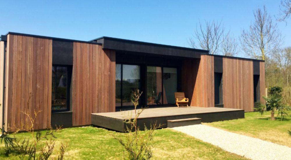 en 15 jours deux architectes fran ais construisent une maison z ro nergie bio la une. Black Bedroom Furniture Sets. Home Design Ideas