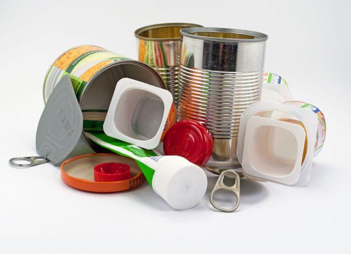 Amoncellement d'emballages alimentaires vides