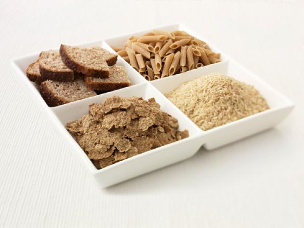 Assortiments de pain, pates, riz et flocons de céréales