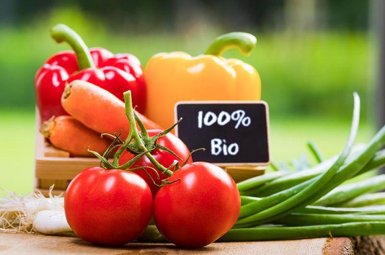 cagette de légumes et étiquette portant la mention