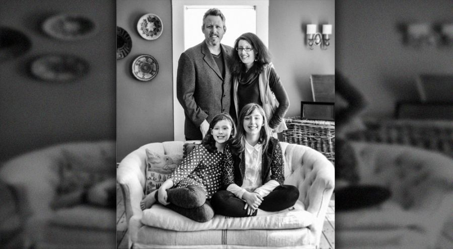 La famille Schaub réunnie dans leur salon