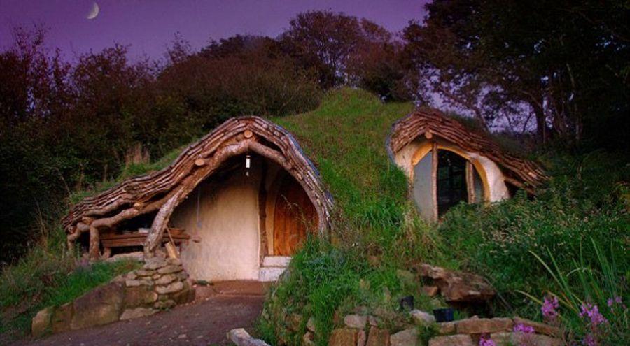 La maison écologique de Simon Dale vue de nuit