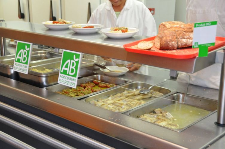 20 de produits bio dans les cantines scolaires un doux for Emploi cuisinier cantine scolaire