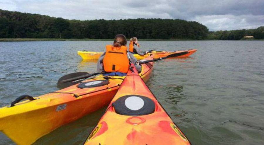 Traversée d'une rivière en kayak