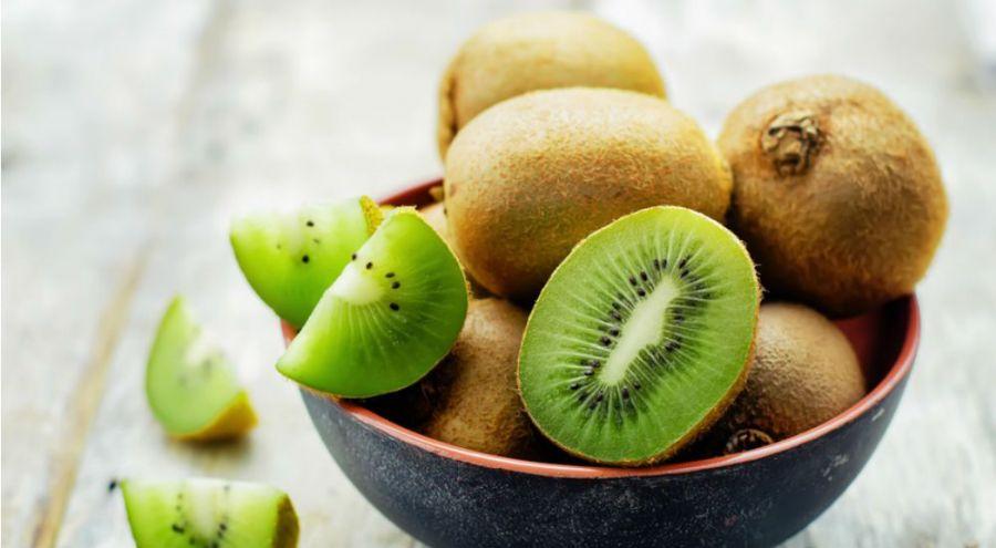 le kiwi un fruit rempli de vitamine c qui apporte le sourire bio la une. Black Bedroom Furniture Sets. Home Design Ideas