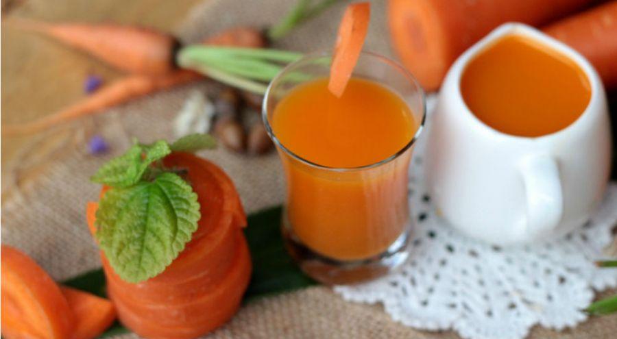 carottes entière et en morceaux. jus de carotte
