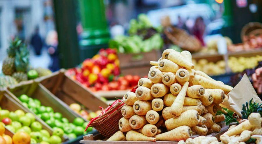 des légumes bio sur un étal