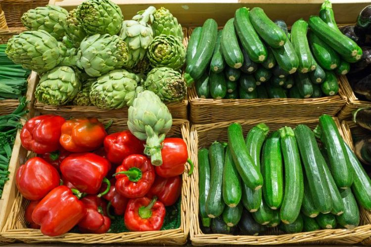Des légumes contenus dans des cagettes
