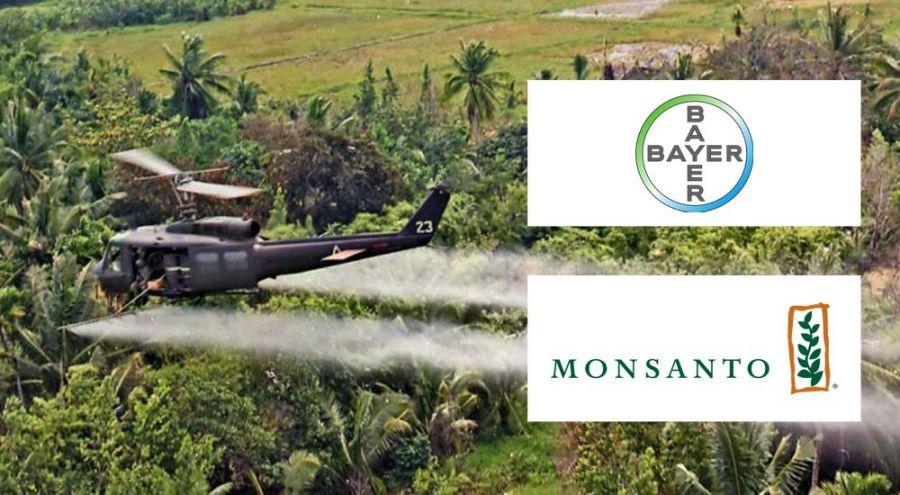 Hélicoptère faisant un épandage de pesticide