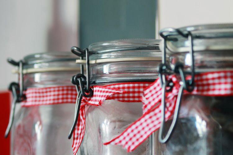 deux bocaux en verre