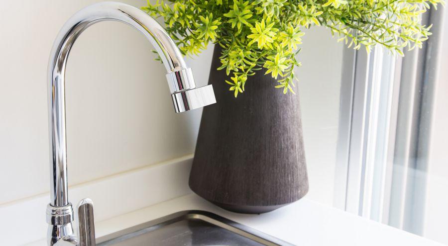 cet embout de robinet vous fera conomiser 98 d eau bio. Black Bedroom Furniture Sets. Home Design Ideas