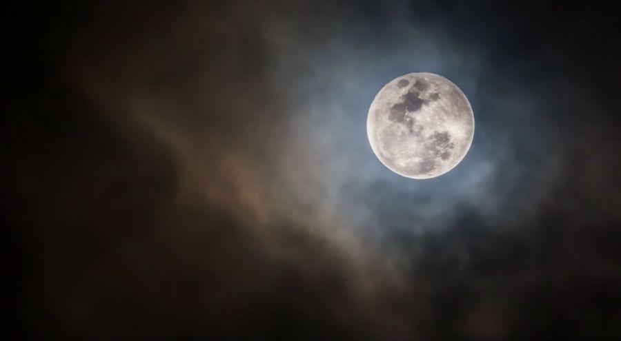 Une Super-Lune dans le ciel