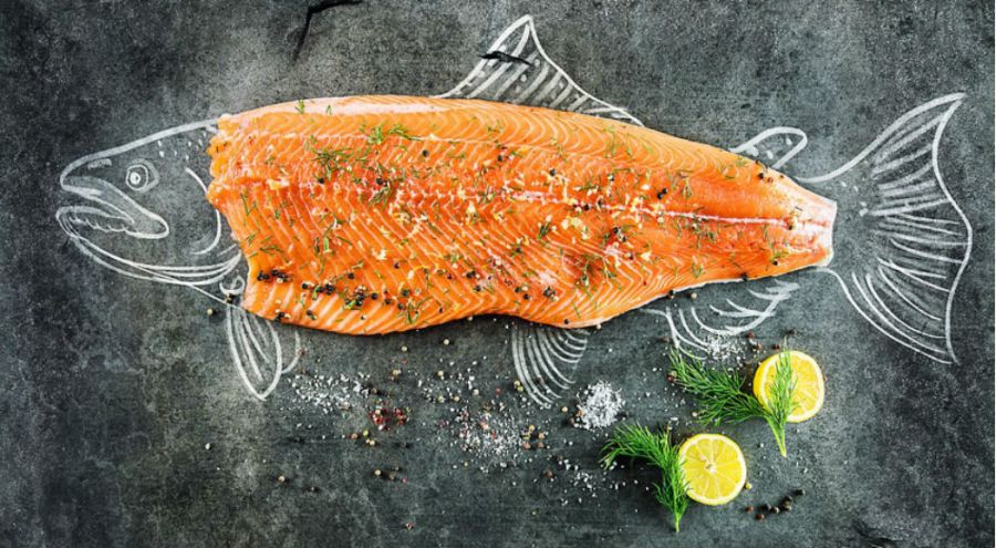 Le saumon bio est-il plus toxique que le conventionnel ?