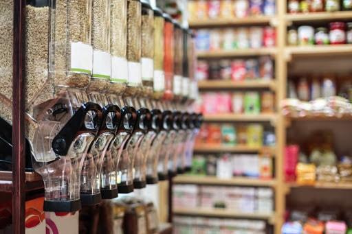 des produits en vrac dans une épicerie