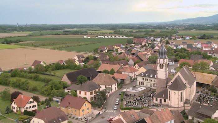 Une photo aérienne de la commune autonome Ungersheim