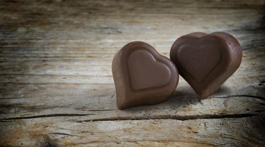 deux chocolats en forme de coeurs