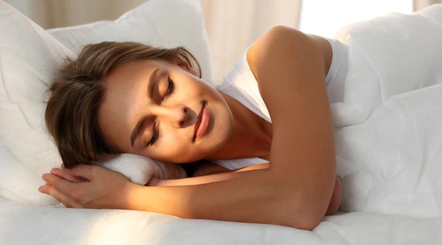 d couvrez les meilleures positions pour se soigner en dormant bio la une. Black Bedroom Furniture Sets. Home Design Ideas