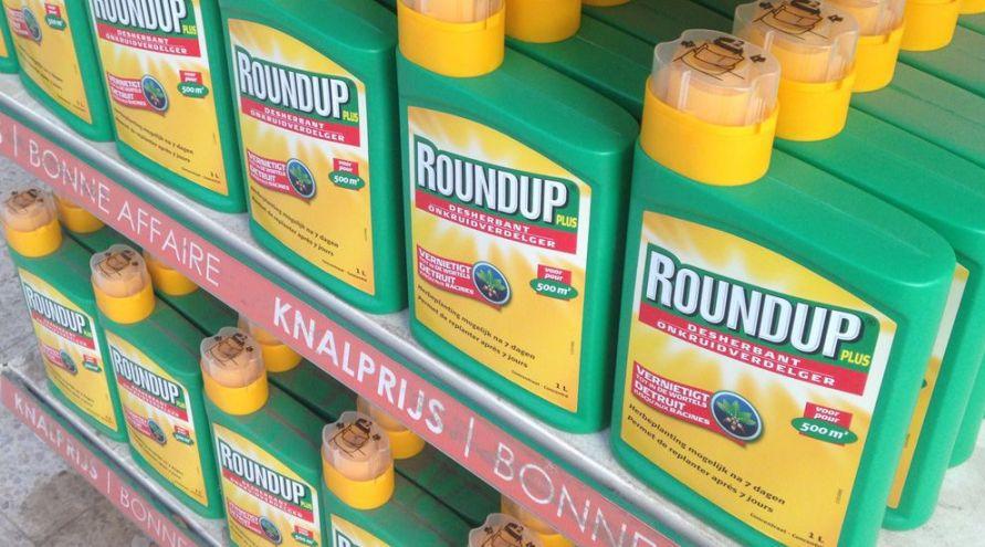 Bouteille de Roundup dans un magasin de jardinage en Belgique