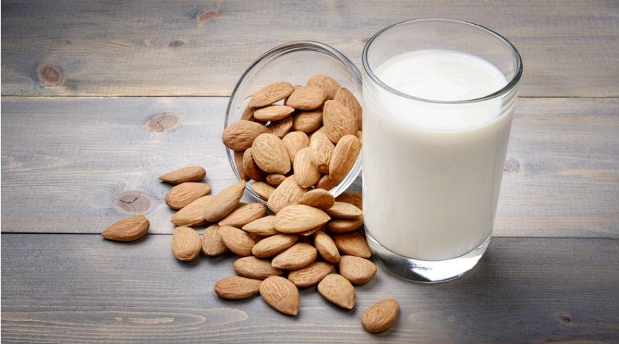 du lait végétal d'amande