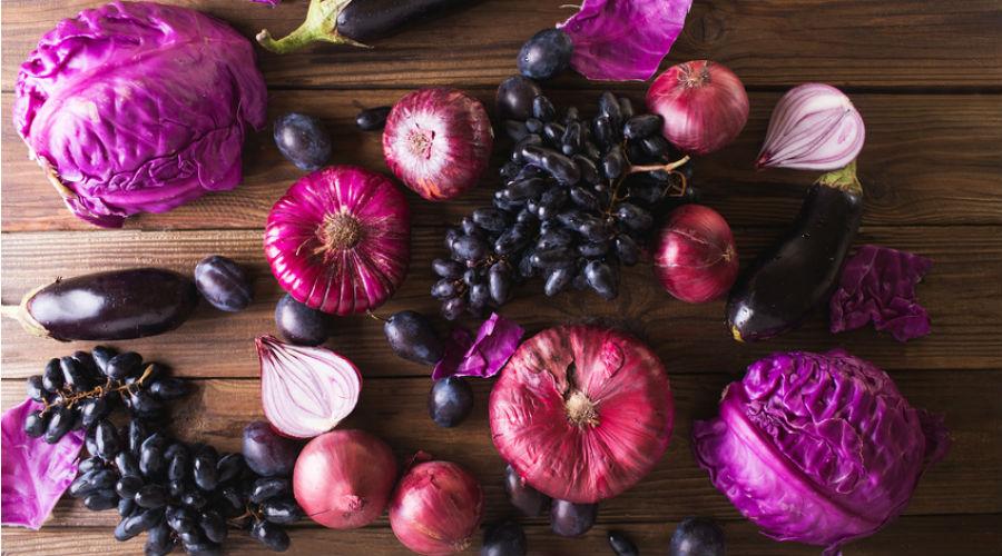 des fruits et légumes violets