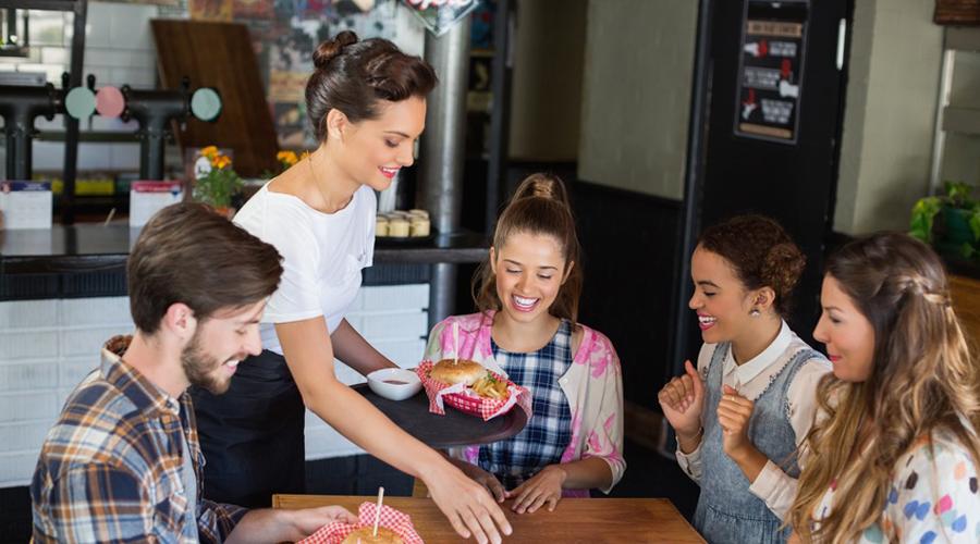 Manger au restaurant trop souvent pourrait être dangereux pour la santé