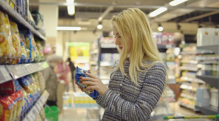 femme supermarché pâtes