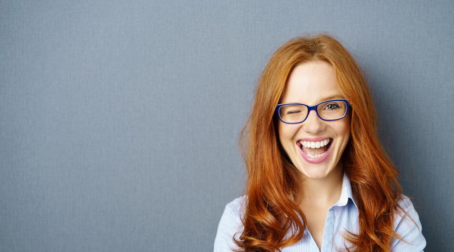 femme regard à lunettes