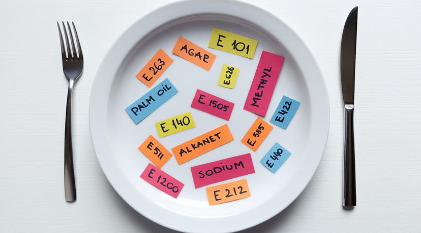 Additifs dans une assiette
