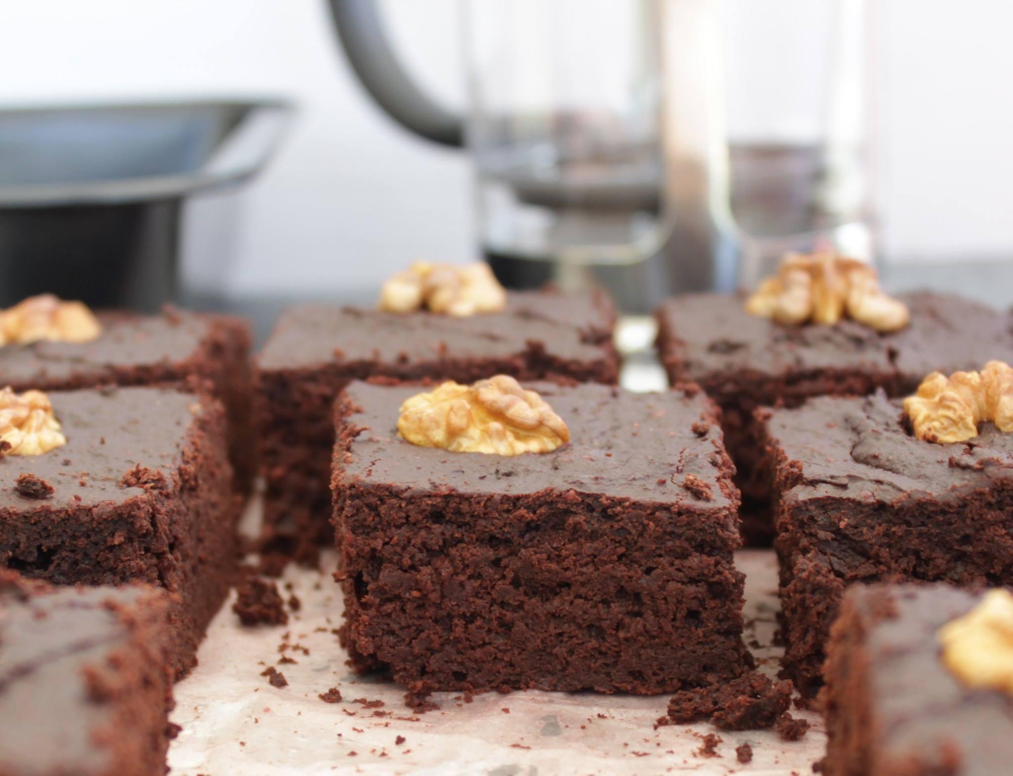 brownie la betterave sans beurre et sans sucre la. Black Bedroom Furniture Sets. Home Design Ideas
