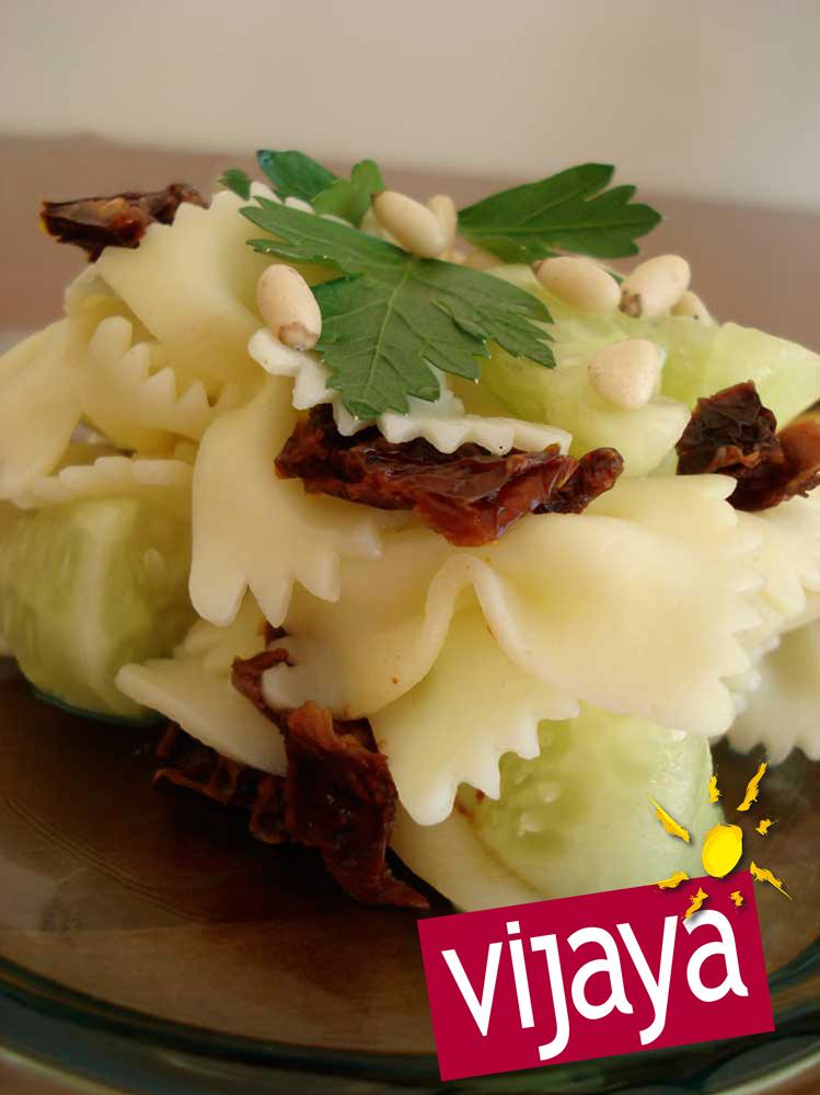 salade de papillon concombre tomates sechees et pignons de pin recette bio bio 224 la une